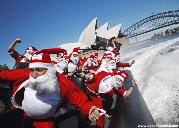 Immagini Babbo Natale - Babbo Natale sul gommone