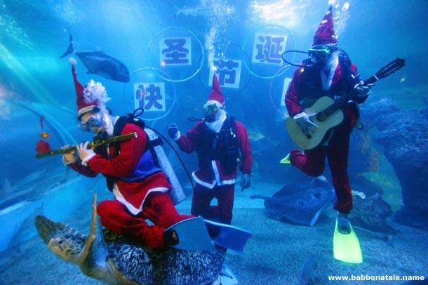 Immagini Babbo Natale - Babbo Natale musicista marino