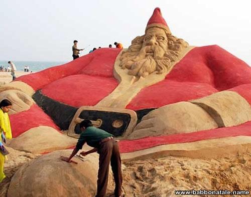 Immagini Babbo Natale - Babbo Natale scultura di sabbia