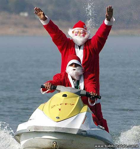 Immagini Babbo Natale - Babbo Natale con moto d'acqua